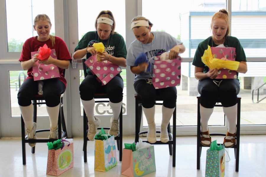 Before eating, the seniors opened their gifts.