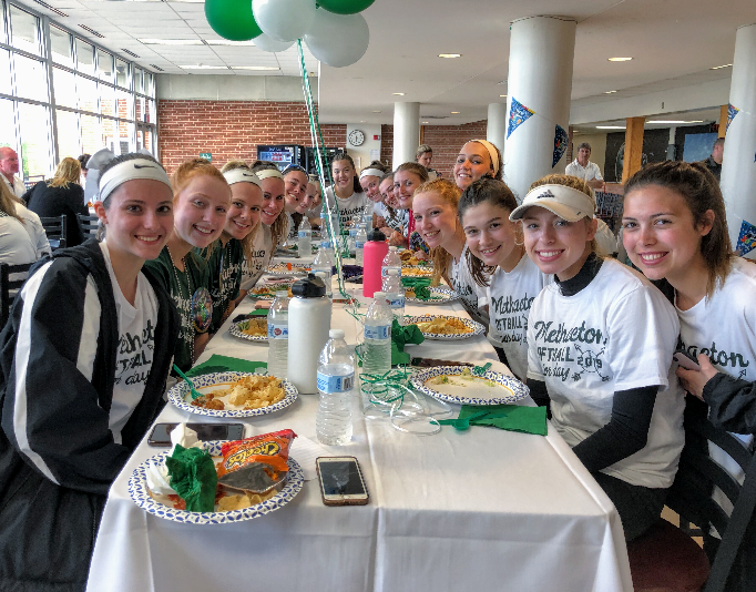 The team enjoyed dinner together in The Commons to celebrate senior night.