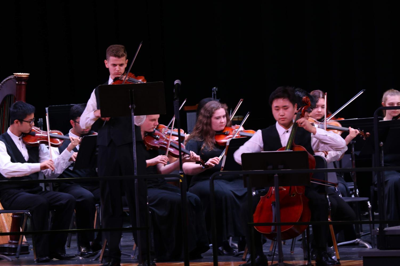 "Violin soloist Michael Ashliman and cello soloist play ""Sakura"""